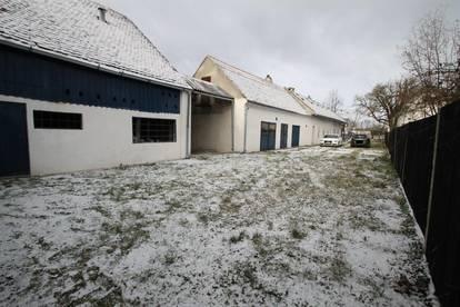 *** Grund ca. 2608 m² *** Großes Wirtschaftshaus mit reichlich grünem *** Wfl. ca. 240 m² ***
