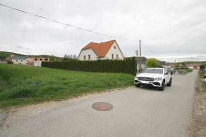 Sonniges, ebenes Grundstück mit zwei Zufahrten ++ ca. 1700m² ++ um € 255.000,-