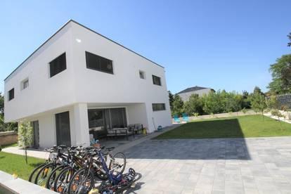 Wfl. 152 m² ** Gfl. 420 m² ** MODERNES TRAUMHAUS mit Pool und 6 Zimmer ++