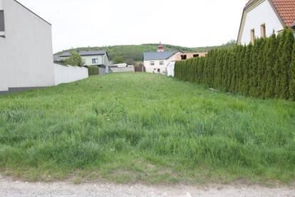 +++ Sonniges, ebenes Grundstück mit zwei Zufahrten ++ ca. 1700m² ++ um € 255.000,- +++