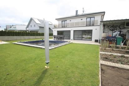 Solaranlage ++ POOL ++ KAMIN LUXURIÖSES EINFAMILIENHAUS ++ Grundstück 601m² ++ Garage ++ 5 Zimmer ++ Wfl 186m²