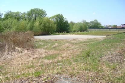 Gewerbliches Grundstück mit Bodenplatte in top Lage in der Nähe von Ilz!