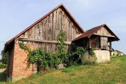 Bauplätze mit großzügigem landwirtschaftlichen Gebäude (150m²) in herrlicher Lage mit Traumausblick!
