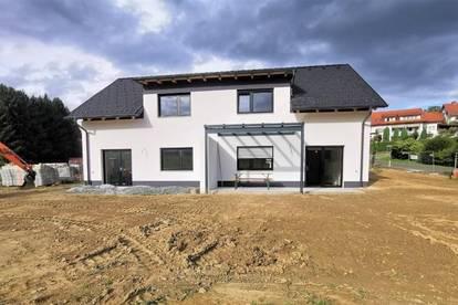 Noch 1 FREI: Exklusive Doppelhaushälfte (112m²) in wunderschöner Lage mit Blick aufs Schloss Welsdorf bei Fürstenfeld! Provisionsfrei!
