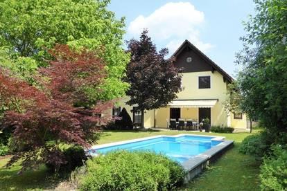 Repräsentatives Einfamilienhaus mit Pool in zentrumsnaher Ruhelage
