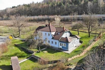 Wohnhaus mit Geschichte in zentrumsnaher Aussichtslage