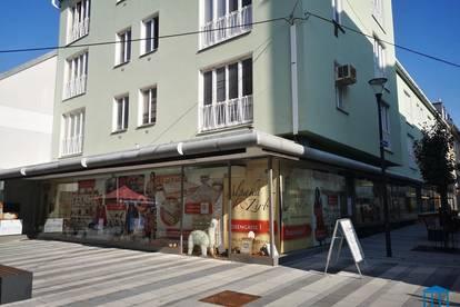 Eck-Geschäftslokal mit großzügiger Verkaufs- und Auslagenfläche in Bestlage