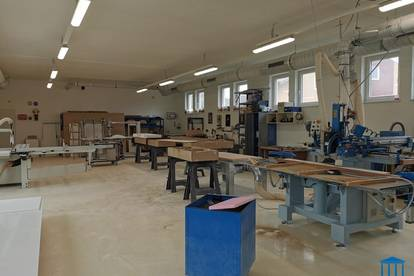 Produktionshalle / Werkstatt mit Büro nahe Autobahn - optional mit Frei- & Parkflächen