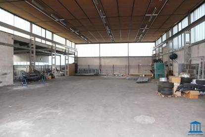 Betriebs-/ Verkaufs-/ Lagerhalle mit 5 Tonnen Kran