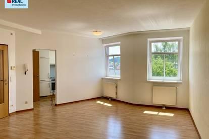 MIETE - Dachgeschoss 3 Zimmer-Wohnung im Zwettler Stadtzentrum