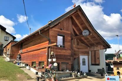 Gemütliches Holzhaus mit großem Garten