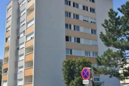 Im Zentrum - helle 3 Zimmer Wohnung mit LOGGIA + Parkplatz inkludiert