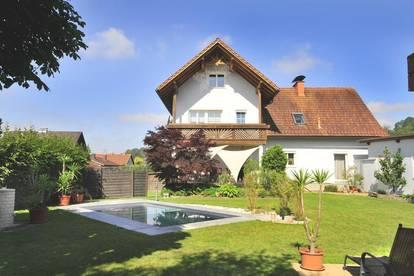 Gartenwohnung mit 541 m² Garten, Doppelgarage, Gartenhaus und POOL!
