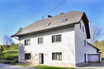 Solides Zweifamilienhaus m. großer Garage und viel Platz im Zentrum von Grünburg