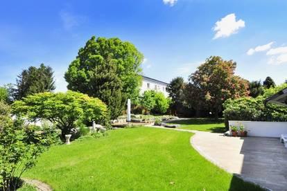 Wohnen und Arbeiten unter einem Dach mit großem, parkähnlichem Garten und vier Garagen!