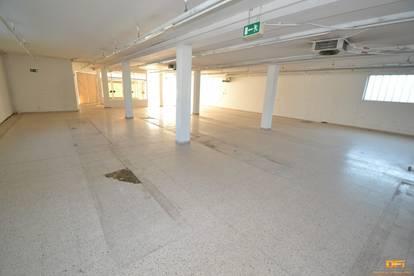 Sanierungsbedürftige Gewerbefläche (Geschäft, Lager, Produktion, Werkstatt...) mit großer Auslagenfläche nahe Krankenhaus