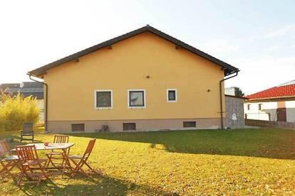 Großzügiges Einfamilienhaus mit Riesengarten und Blick ins freie Feld in Probstdorf, Obj. 11968-1-CL
