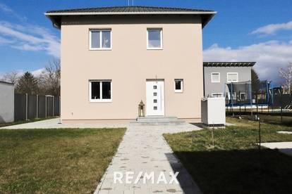 Schönes neues Haus mit großem Grundstück in Strasshof