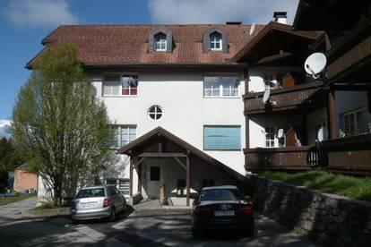 MIETWOHNUNG: 4-Zimmer im Dachgeschoss mit Loggia