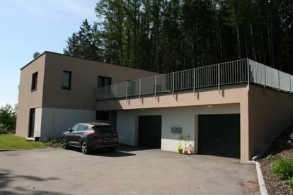 Neuwertiges Wohnhaus mit 2 Wohneinheiten