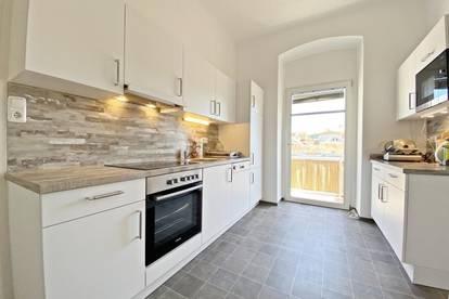 Tolle Altbauwohnung mit Flair - für eine WG super geeignet - 3 Schlafzimmer!