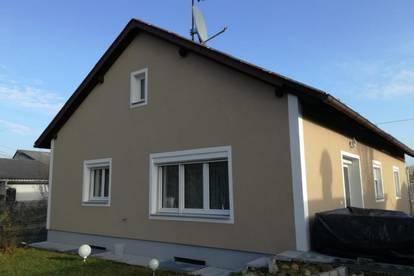 Teilsaniertes Wohnhaus in sonniger Lage