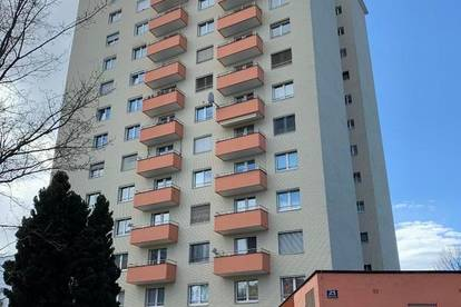 Gemütliche Etagen-Wohnung mit Balkon und PKW-Stellplatz