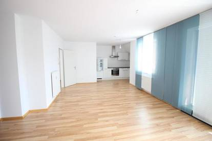helle, moderne 2-Zimmer-Maissonette-Mietwohnung mit Dachterrasse/Balkon