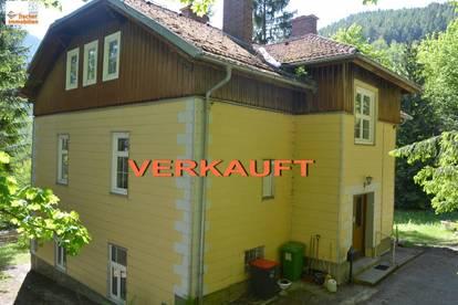 *** VERKAUFT *** Für Liebhaber von Jahrhundertwendehäuser umgeben vom satten Grün des eigenen Waldes!
