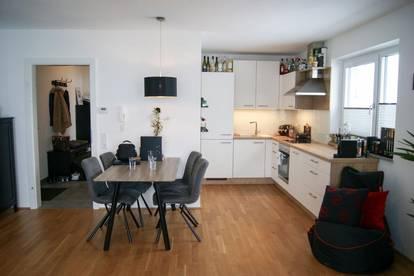Neuwertige 2-Zi. Wohnung mit 2 Balkonen & TG-Platz