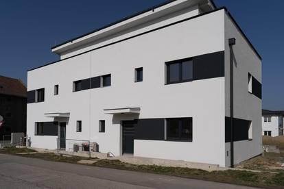 8 Zimmer Haus mit Dachterrasse, Keller und Balkon in Himberg (235 m²)