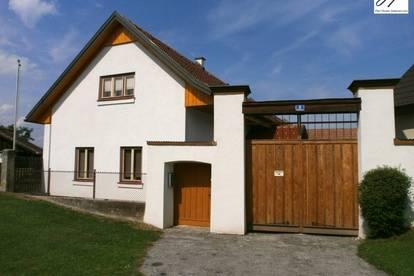 altes Bauernhaus in ruhiger Ortsrand-Grünlage