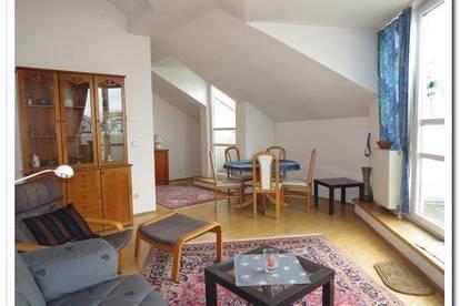 Sehr gemütliche 3 Zimmer-Dachwohnung mit Terrasse und Weitblick