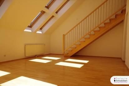 Unbefristete Miete - Sonnige ud helle 3-Zimmer-DG-Maisonette mit 2 Terrassen
