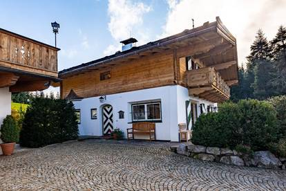 Charmante Doppelhaushälfte im Tiroler Stil in spektakulärer Panoramalage von Kitzbühel