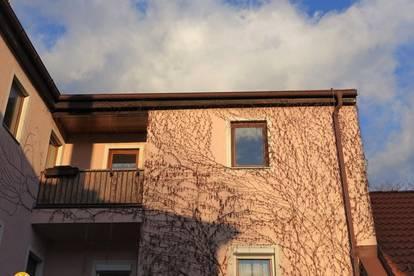 Eck-Dachgeschosswohnung-Loggia-Ausblick-unbefristet,interessiert?