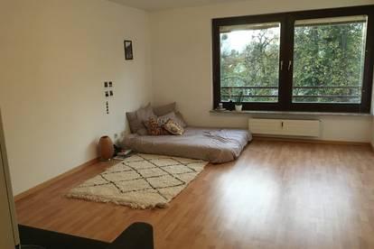 MIETE RIEDENBURG - Sinnhubstraße: 36m² Garconniere/1-Raum Wohnungsamt PKW-Stellplatz