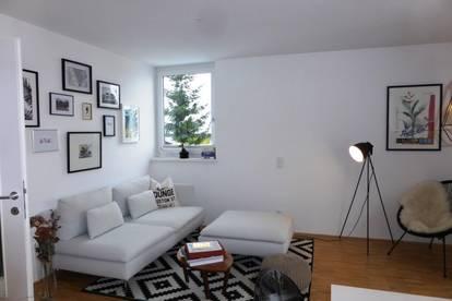 MIETE MOOSSTRASSE: Neuwertige, schöne 53 m² 2 Zi. Wohnung mit 12 m² Süd-Balkon u. Carport-Stellplatz