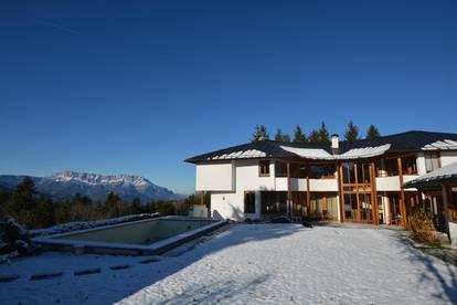 Stimmungshoch in Aussichtslage! Architektenvilla mit 360° Blick auch vom Innenbereich