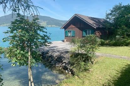 Bühne frei am Attersee! Typische Salzkammergut Villa  mit Bootshaus und privatem Seegrund!