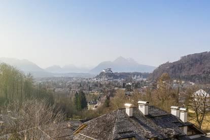 Hoch hinaus! Aussichtsreiches Grundstück  mit Altbestand am Fuße des Gaisbergs