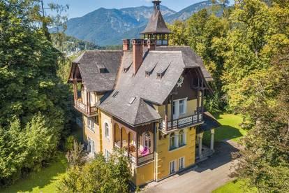 Salzkammergut-Villa von 1897 in Alleinlageauf 12.000 m² großem Grund