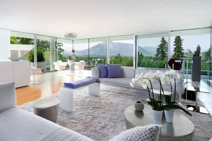 Futuristische Architektur! Glasfronten bieten unverbaubare Blicke und legen die Stadt Salzburg zu Füßen