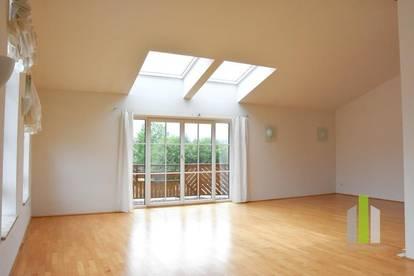 Traumhafte Dachgeschosswohnung mit 2 Balkonen