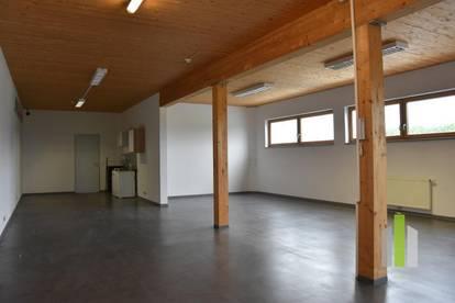 Repräsentativer Schauraum/Werkstatt mit Lagermöglichkeiten