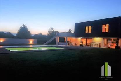 Traumhafte Liegenschaft in schöner Natur - Architektenhaus & Bauernhaus & Grundareal von ca. 45.154 m2