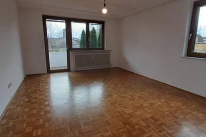Schöne 3 Zi.-Wohnung mit Carport