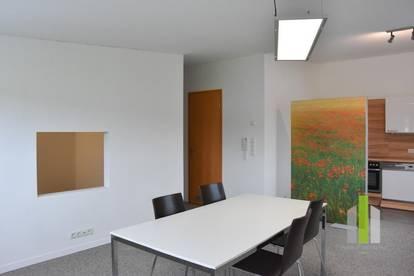 Repräsentatives Büro mit Lagermöglichkeiten