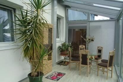 Wohnung mit Wintergarten, Garten und gr. Garage