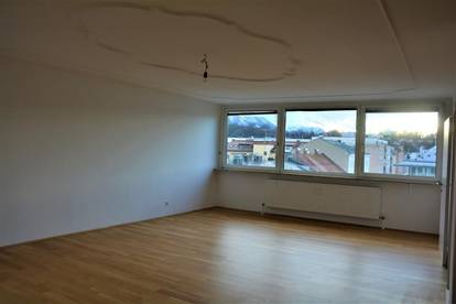 Andräviertel: Über-Drüber-Wohnung mit 100 m2 und Parkplatz